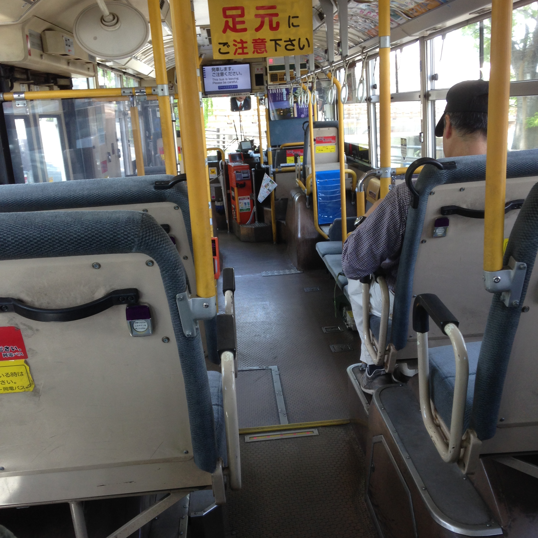 岡電バス車内
