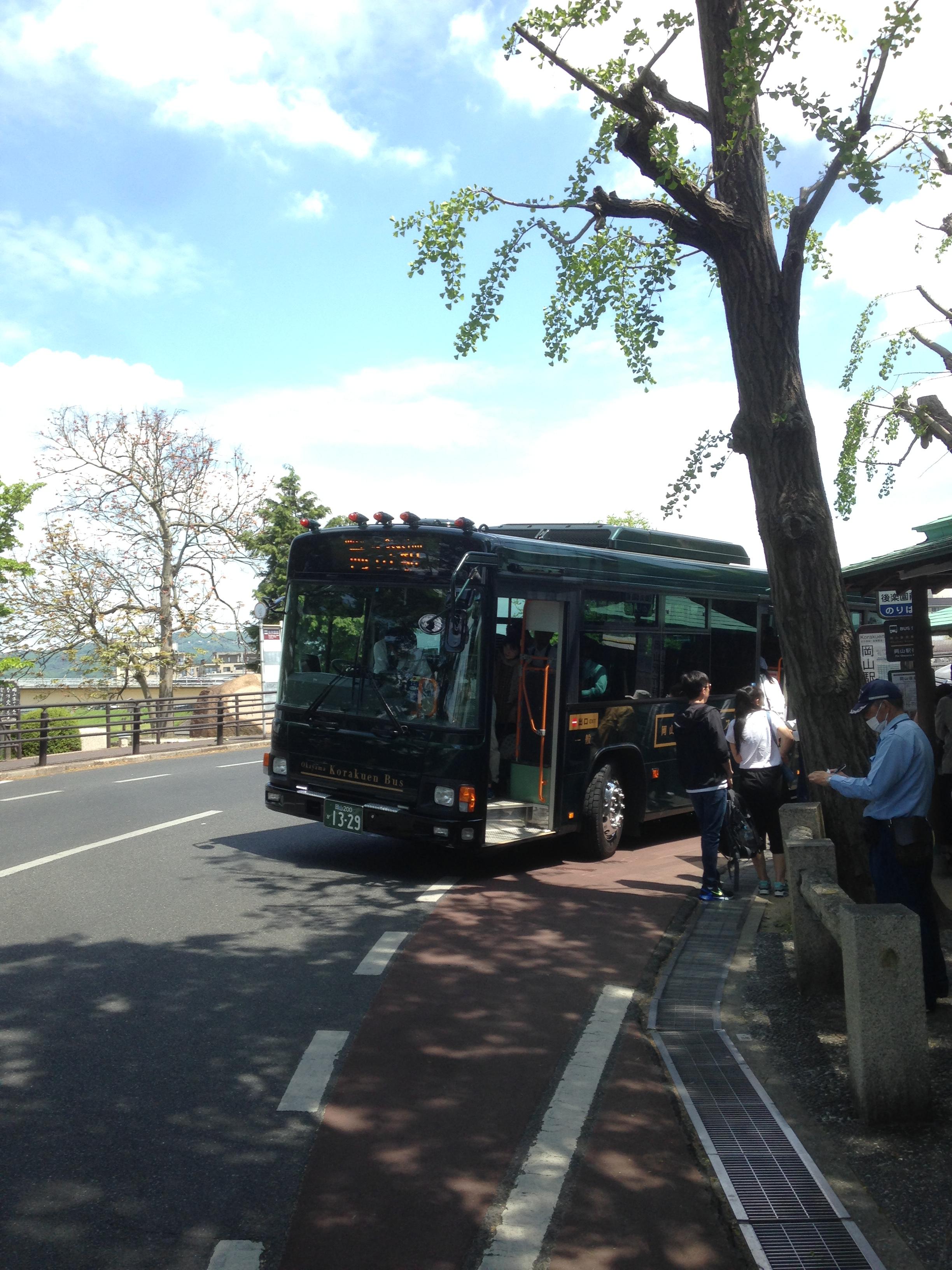 後楽園に到着したバス